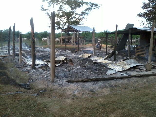 Rancho comunal, quemado por empleados de la empresa Aportes San Isidro el día 29 de Septiembre
